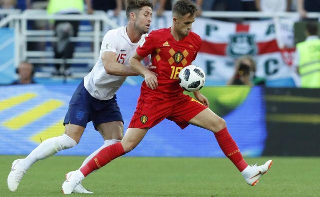 Adnan Januzaj (desno) je dosegel lep gol, a ga Angleži na čelu z Garyjem Cahillom niso želeli prav posebej ubraniti. Foto AP