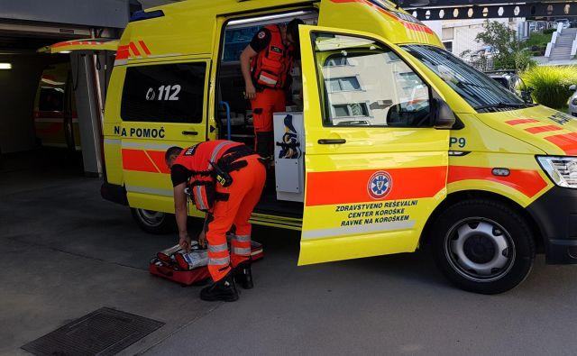 Nov je le reanimobil (na fotografiji), vozila za nenujne medicinske vožnje pa so kupili rabljena. FOTO: Arhiv ZRCK