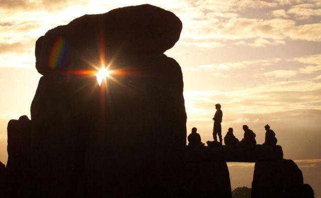 Sonce in Zemlja lahko obstajata brez nas. Mi brez njiju ne moremo. FOTO: Paul Hackett/REUTERS