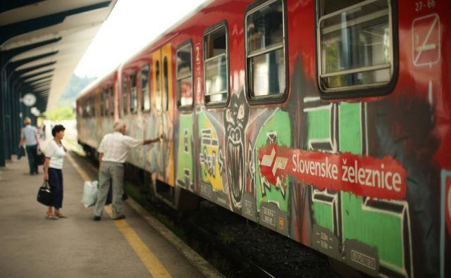 Slovenske železnice, vlaki, vagoni, železniške postaje, grafiti, potniki, Ljubljana, Slovenija Foto Jure Eržen/delo