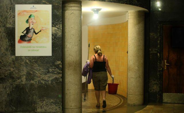 Kdo bo zdravil naše otroke? Ob vse pogostejših odhodih strokovnjakov iz slovenskih bolnišnic in neredu v zdravstvu se zdi pot do odgovora na to vprašanje vse bolj spolzka. FOTO: Jure Eržen/Delo