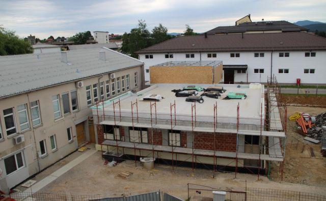 Zgradba nove urgence bo zagotavljala sodobne pogoje za delo zaposlenim in pacientom. Foto Simona Fajfar