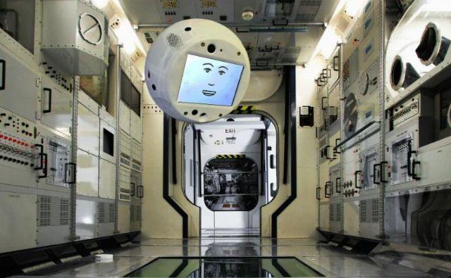 Cimon bo pol leta preživel na Mednarodni vesoljski postaji. FOTO: Nasa