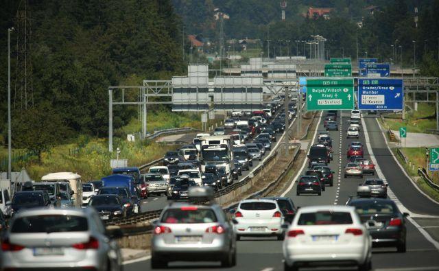 Gost promet in zastoji. FOTO: Jure Eržen/Delo