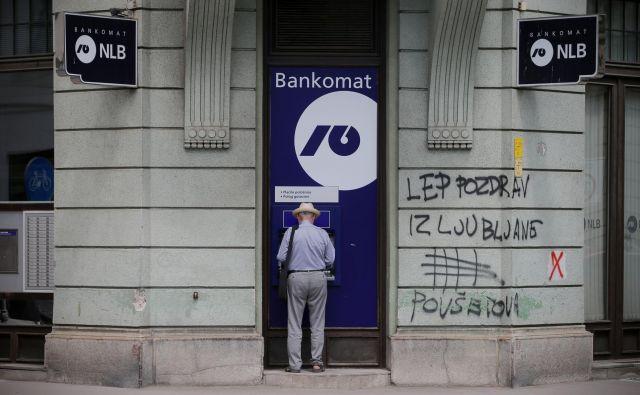 Najbolj urgentna, takojšnja naloga odhajajoče in nove oblasti pa je zdaj bližnja privatizacija NLB. FOTO: Jo�že Suhadolnik