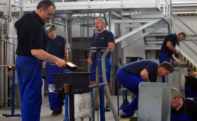 Steklarna Rogaška je eno od podjetij, ki zaposluje Hrvate. Foto Blaž Samec/Delo<br />