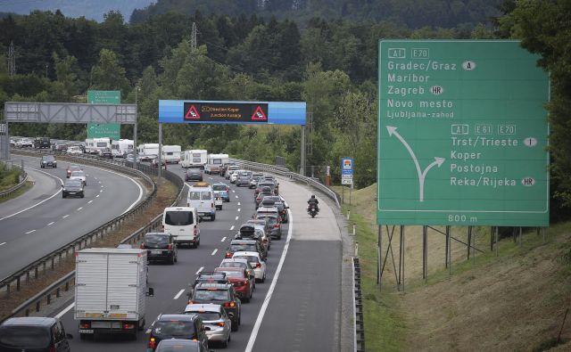 Zastoji na ljubljanski zahodni obvoznici od Kosez proti Brezovici. FOTO: Jože Suhadolnik