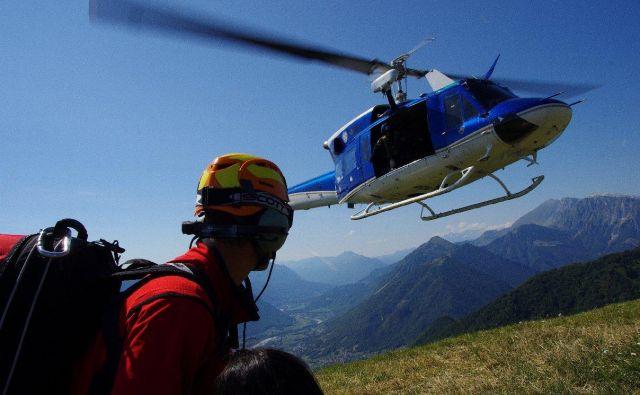 Najbolj nepogrešljiv pripomoček gorskih reševalcev je brez dvoma helikopter. FOTO: GRS Tolmin