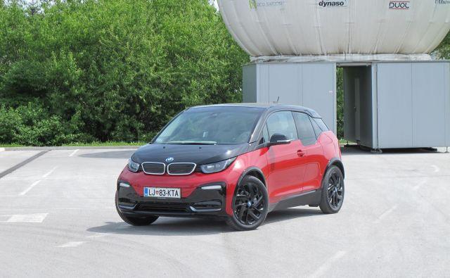 BMW i3s uspešno kombinira zmogljivejši akumulator, ki v praksi omogoča doseg 200 km, in močnejši elektromotor s 135 kilovati največje moči. FOTO: Blaž Kondža