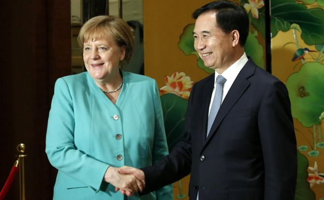 German Chancellor Angela Merkel meets Party Secretary of Guangdong province Li Xi in Shenzhen, China May 25, 2018. REUTERS/Bobby Yip Foto Bobby Yip Reuters