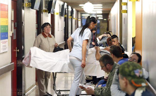 Polni hodniki na kirurškem oddelku urgence. FOTO Aleš Černivec