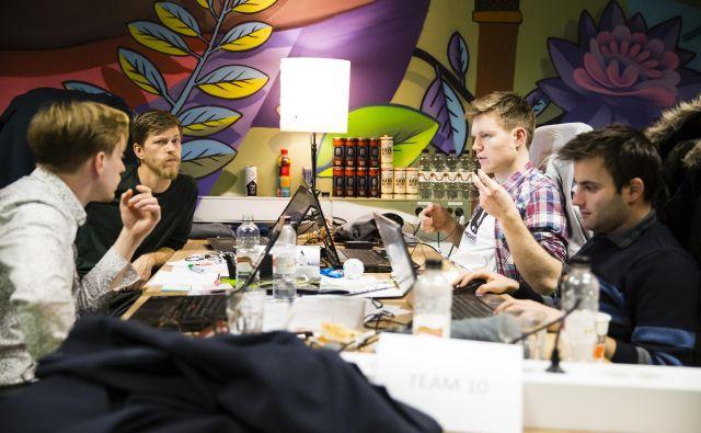 Precej podjetij pri nas organizira hackathone (na fotografiji Petrolov), ki so priložnost za urjenje mehkih veščin in predstavitev morebitnemu delodajalcu. Foto ABC pospeševalnik
