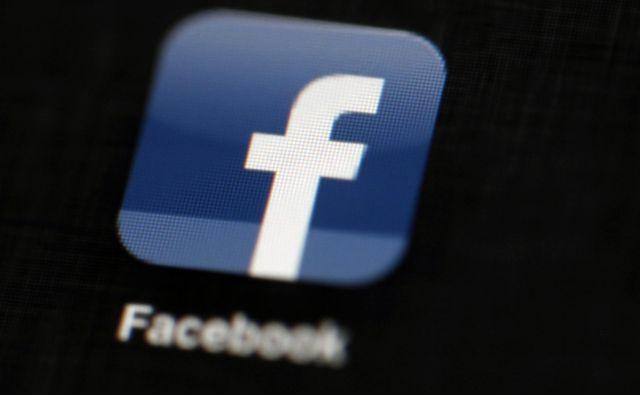 Razširitev zvezne preiskave ustvarja nova tveganja za Facebook, ki se še vedno izvija iz škandalov. FOTO: Matt Rourke/AP