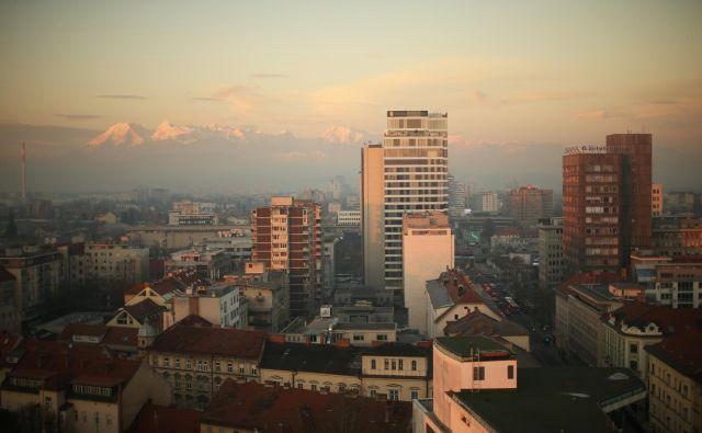 Oddajanje nepremičnin prek Airbnb je močno spremenilo najemniški trg v prestolnici. FOTO: Jure Eržen/delo