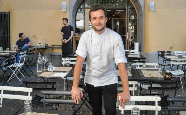 Chef Jakob Pintar – tabarsi na avtorsko-slovenski način.<br /> FOTO: Uroš Mencinger