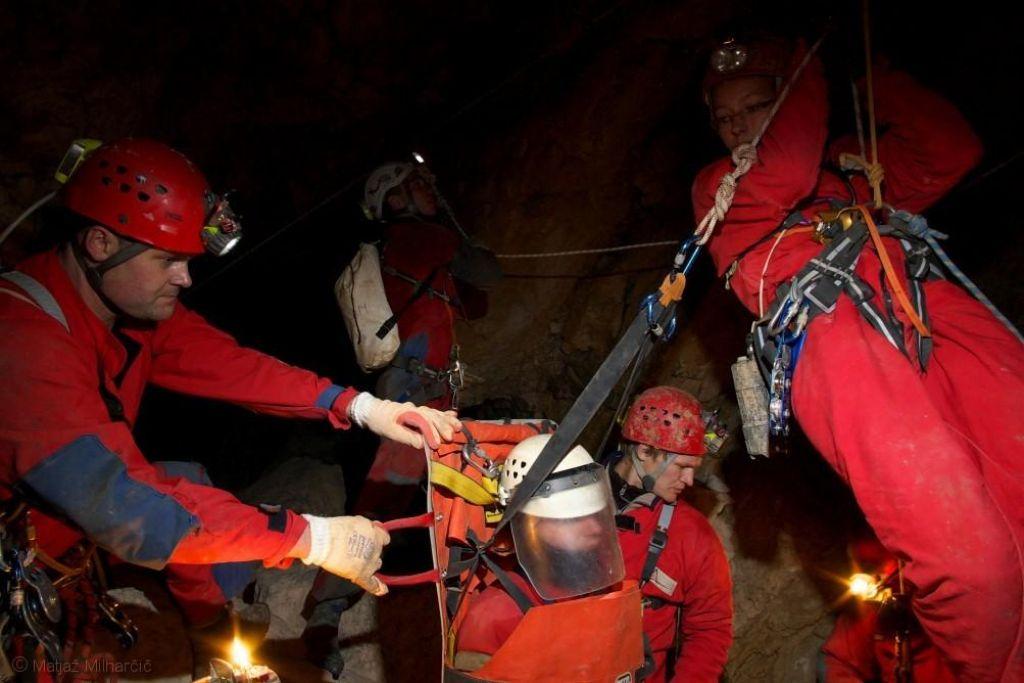 FOTO:Slovenski jamarski reševalec: Pritisk na reševalce bo iz dneva v dan večji