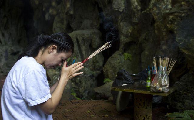 Svojci v jami ujetih dečkov upajo na srečen razplet. FOTO: Ye Aung Thu/AFP