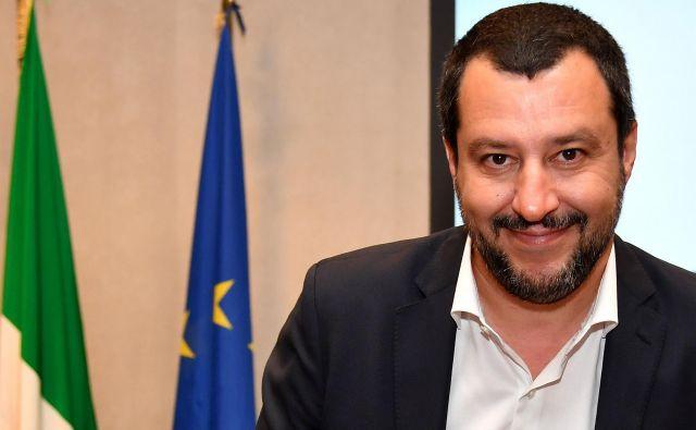 Matteo Salvini obžaluje, da etnično čiščenje ne bo popolno: »Italijanskih Romov žal ne bomo mogli izgnati.« FOTO: AFP