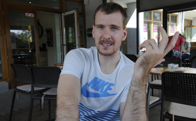 Zoran Dragić:»Nova ljubezen mojega življenja je tukaj in tako je popolna. Že zdaj je očkova princesa. Dobrodošla Ana.« FOTO: Drago Perko