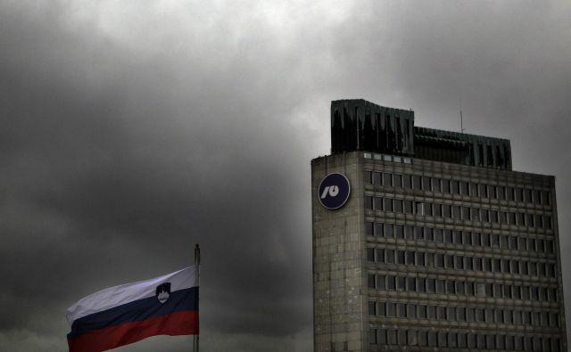Vlada je odgovornost za sprejetje zakona, ki bi zaščitil NLB in omogočil njeno privatizacijo, preložila na DZ. FOTO Roman Šipić