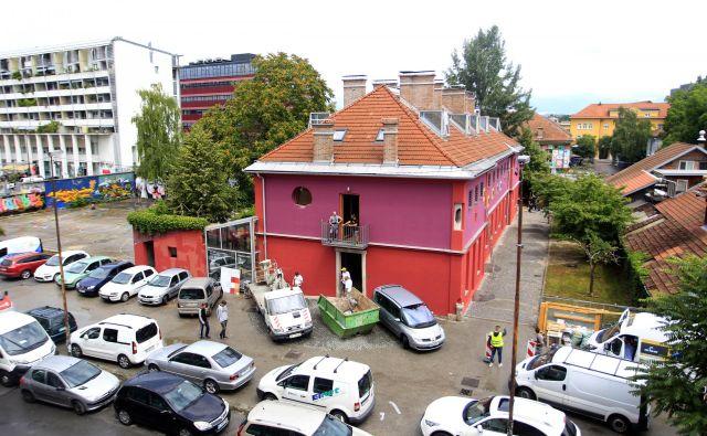 Vse od konca januarja je bil priljubljeni hostel z 92 posteljami in bogatim kulturno-umetniškim programom do zadnje nedelje zaprt.FOTO: Roman Šipić