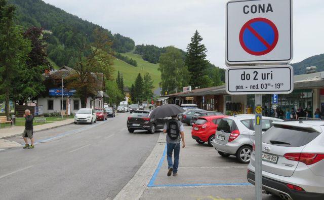 V središču Kranjske Gore odslej le kratkotrajno parkiranje.<br /> Foto Blaž Račič/Delo