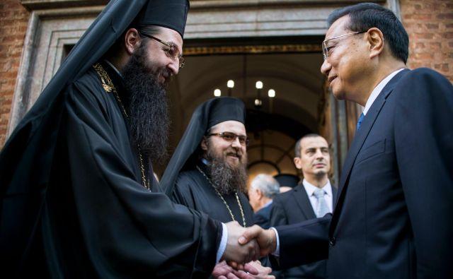 V Sofiji so pred vrhom napovedali, da je glavni cilj okrepiti navzočnost kitajskega gospodarstva v Bolgariji oziroma v celotni regiji srednje in vzhodne Evrope. na fotografiji: kitajski premier Li Keqiang na srečanju s predstavniki Bolgarske pravoslavne cerkve. FOTO: AFP