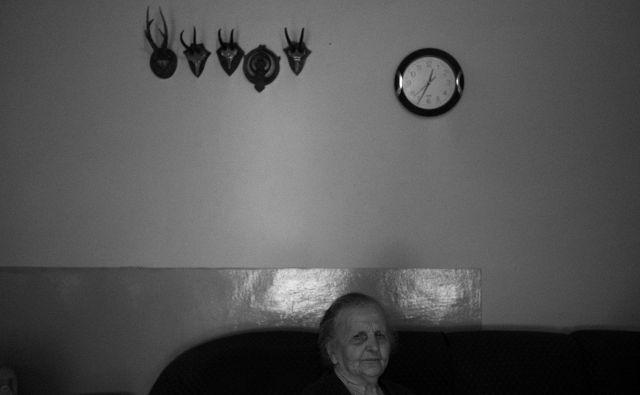 Mileva Radević in njena sinova sta med tistimi redkimi, ki vztrajajo na vasi. FOTO: Jošt Franko