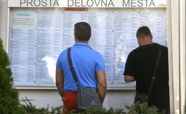 Na zavodu za zaposlovanje delo že najmanj leto dni išče 41.000 ljudi. FOTO: Blaž� Samec