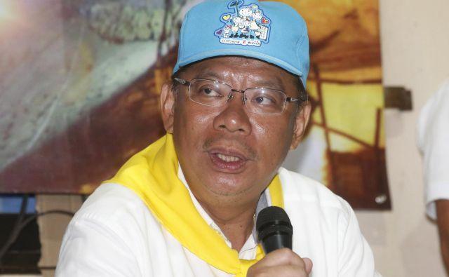 Vodja akcije <strong>Narongsak Osatanakorn</strong> je na novinarski konferenci razložil, zakaj so nadaljnje reševanje prestavili za vsaj deset ur. FOTO: AP
