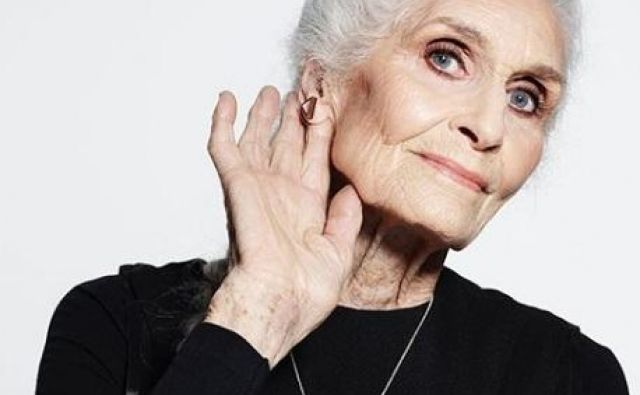 Daphne Selfe, britanska manekenka, ki pri 90. letih š vedno dela. Foto Instagram