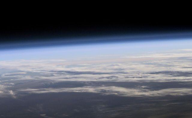 Plini CFC so izjemno škodljivi za zaščitno plast okoli Zemlje. FOTO: Nasa