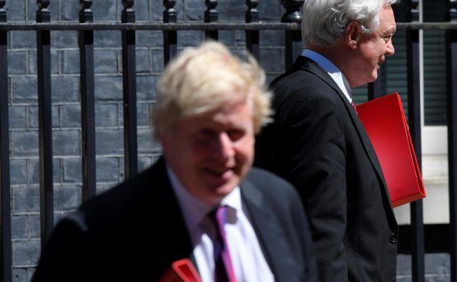 Politična blokada v Združenem kraljestvu, ki je bila do sedaj identificirana kot ključni vzrok za počasnost pogajalskega procesa, z odhodom Johnsona in Davisa brez dvoma prehaja v novo, akutno fazo. FOTO: Reuters