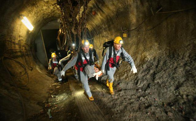 Reševalna vaja iz jaška hrastniškega rudnika. FOTO: Jure Eržen