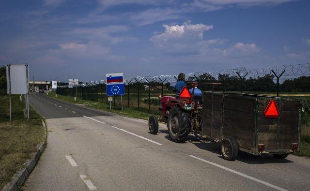 »Za zajezitev tokov čez Zahodni Balkan bi morala EU zunanje schengenske meje med Slovenijo in Hrvaško zavarovati z lastno Frontexovo misijo,« pravi bavarski notranji minister Joachim Herrmann. FOTO: Voranc Vogel