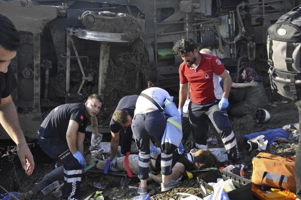Število smrtnih žrtev naraslo na 24, ranjenih več kot 70 ljudi