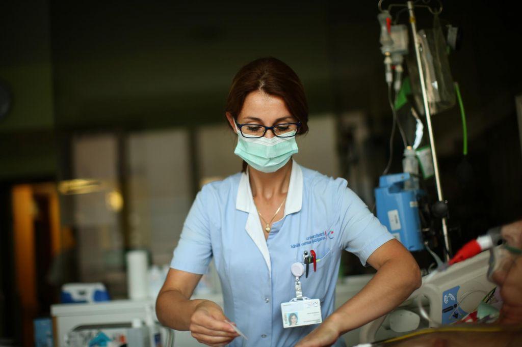 Zdravljenje bolnika z imenom Slovensko zdravstvo