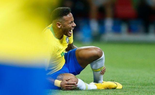 Skupaj je Neymar na tekmah preležal več kot 15 minut. FOTO: Benjamin Cremel/Afp