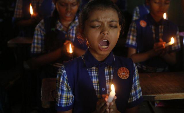 In ves svet začne opazovati jamo Tam Luang, nekdo si zelo želi, da bi vsi prišli iz nje živi in zdravi, nekdo moli k božanstvu dežja ...FOTO: Ajit Solanki/AP