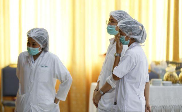 Dečke so takoj po rešitvi prepeljali v bolnišnico. FOTO: Vincent Thian/Ap