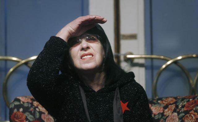 Po <em>Zimi vezilji</em>, s katero je Svetlana Makarovič predlani prekinila dobrih dvajset let dolg molk na polju poezije za odrasle, je zdaj izdala še zbirko <em>Naj bo poleti</em>. FOTO: Blaž Samec/Delo