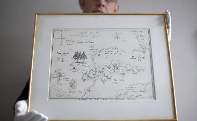 Nazadnje je bil zemljevid Gozdiča stotih akrov iz knjige o medvedku Puju prodan leta 1970, tedaj za le 1700 funtov. FOTO:PA/AP