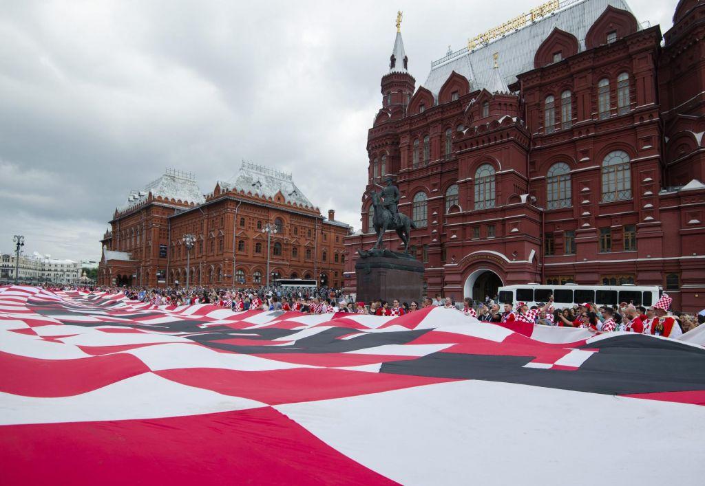 FOTO:Na Rdečem trgu hrvaška zastava velikanka (VIDEO+FOTO)