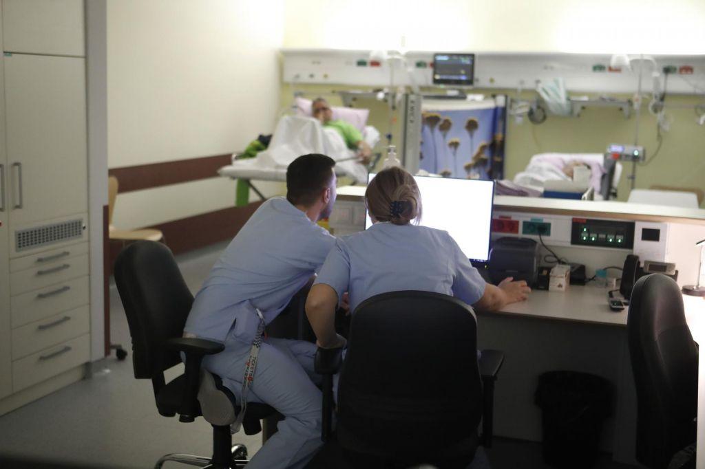 Inšpekcija preganja zdravnike zaradi e-čakalnih knjig
