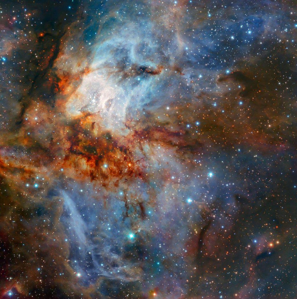 FOTO:Barvita vesoljska pokrajina 5500 svetlobnih let stran od Zemlje