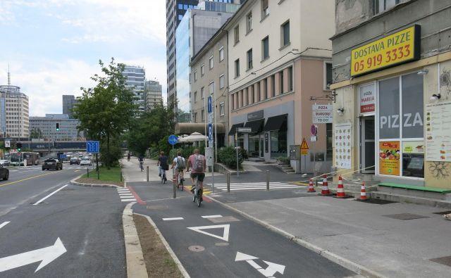 Križišče Livarske in Dunajske je po spremembi prometnega režima in signalizacije nevarno zlasti za kolesarje, ki spregledajo ali ignorirajo talni prometni znak. FOTO: Janez Petkovšek