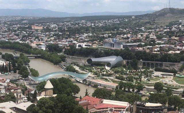 Tbilisi, glavno mesto Gruzije. Nekateri novinarji iz evropskih držav smo ga obiskali na povabilo generalnega direktorata evropske komisije za sosedstvo in širitvena pogajanja. FOTO: Mimi Podkrižnik