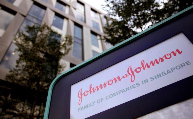 Ameriški gigant Johnson & Johnson bo moral plačati najvišjo kazen doslej, saj mu je sodišče naložilo plačilo odškodnine v višini štirih milijard evrov. FOTO: Thomas White Reuters