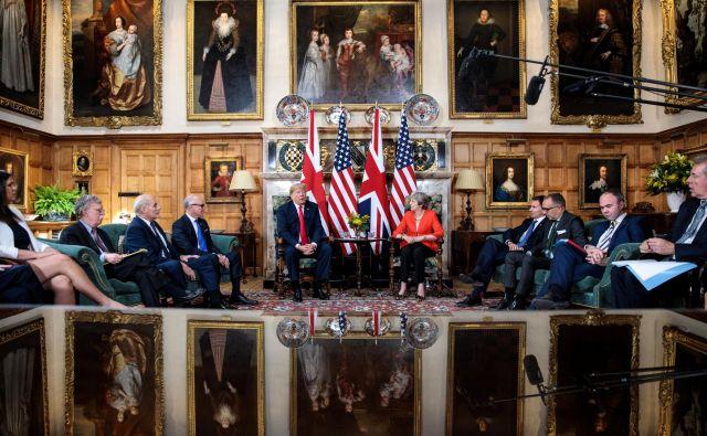 Predsednik ZDA je po srečanju s Thereso May dejal, da je trgovinski dogovor z Združenim kraljestvom še vedno mogoč, naloga britanske vlade pa je, da stori vse, da bo država po brexitu lahko prosto trgovala z ZDA. Foto Reuters