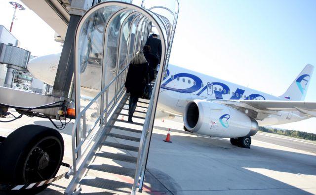 Poleg treh airbusov 319, devetih letal bombardier CRJ900 in treh bombardier CRJ700 bo na izbranih 25 destinacij odslej letelo dodatnih šest letal tipa saab 2000. FOTO: Roman �Šipić